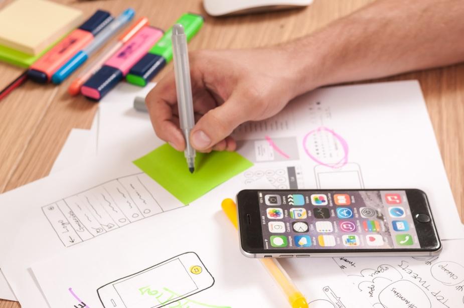 iphone-desk-computer-smartphone-mobile-writing-723651-pxhere.com.jpg